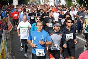 300px Maraton de Lausanne %282974989204%29 Estiramientos antes y después de la media Maratón de Barcelona