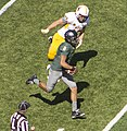 Marcus Mariota runs the ball against the Wyoming Cowboys.jpg