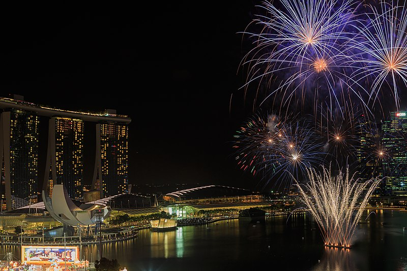 File:Marina-Bay Singapore Firework-launching-CNY-2015-01.jpg