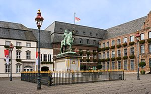 Altstadt (Düsseldorf) - Düsseldorf townhall and the statue of Jan Wellem.