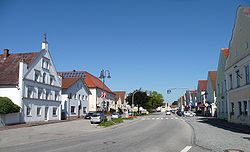 Marktplatz Pilsting.JPG