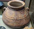 Meitat superior d'una gran urna de ceràmica ibèrica, museu Soler Blasco, Xàbia.JPG
