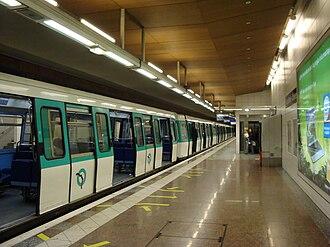 Saint-Denis – Université - Image: Metro SD Urameaquai