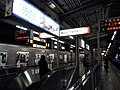 Midosuji Line Esaka station platform - panoramio - DVMG (2).jpg