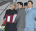 "Mohd. Hamid Ansari presenting the award to a young scientist, at the valedictory function of the ""101st Session of Indian Science Congress"", at University of Jammu (1).jpg"