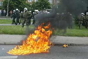 Molotowcocktail geht bei Rostocker Demonstrati...