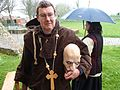 Monnik met hoofd tijdens 1 april feest in Brielle.jpg