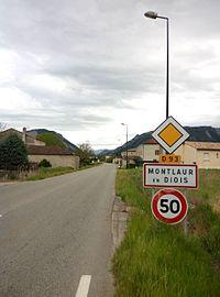 Montlaur-en-Diois - Entrée village.jpg