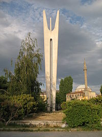 Monument of Brotherhood and Unity in Pristina.jpg