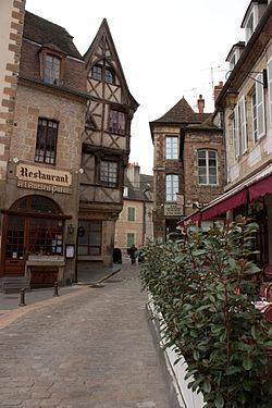 Moulins-Rue de l'ancien Palais.jpg