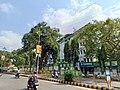 Mangalore.jpg adresindeki Corporation Bank merkez ofisinin girişine yakın