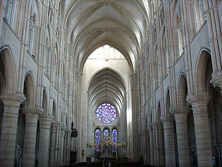The Gothic interior of Laon Cathedral, France Nef cathedrale Laon.jpg