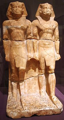 Duo of statues representing the king as a young and old man, standing.