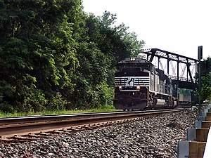 Lehigh Line (Norfolk Southern) - NS 21M rolls through Easton, Pennsylvania on the Lehigh Line in 2006.