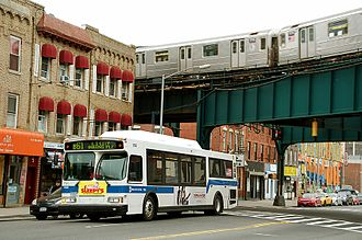 Crosstown Line (Brooklyn surface) - A B61 in Long Island City in 2007, prior to the creation of the current service plan.
