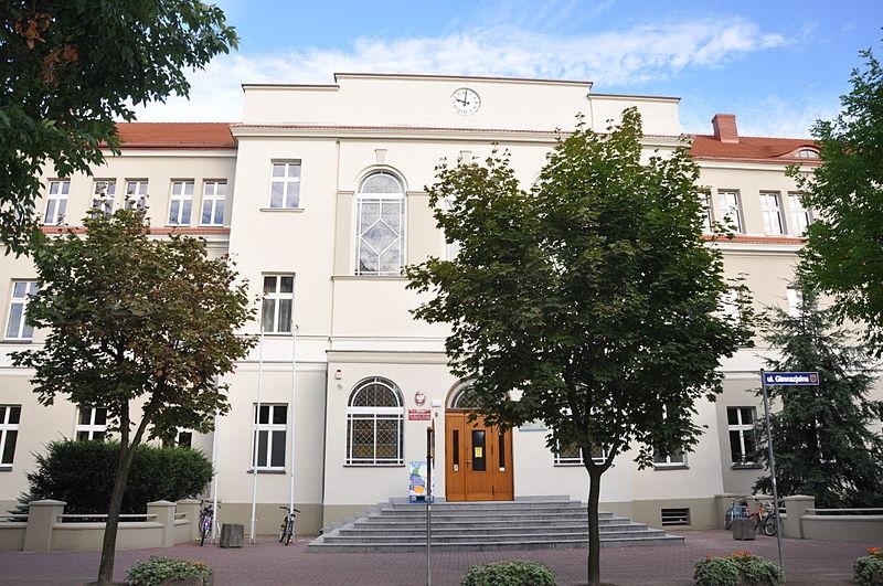 File:Ostrow Wielkopolski ul Gimnazjalna 9-Gimnazjum Meskie 1845-1925-700 A02.JPG