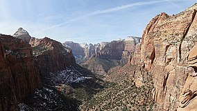 Overlook trail view - Zion Canyon.jpg