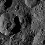 PIA20401-Ceres-DwarfPlanet-Dawn-4thMapOrbit-LAMO-image46-20160125.jpg