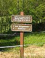 Panneaux touristiques vers Manoir Bourins.jpg