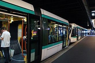 Île-de-France tramway Line 2 - Image: Paris 06 2012 T2 tram 3160