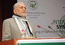 Parshottam Rupala addressing the inaugural session of the International Symposium on Drafting a National Policy on Medicinal and Aromatic Plants of India, in New Delhi.jpg