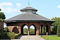 Pavilion at east end of screen wall, Stanley Park 4.jpg
