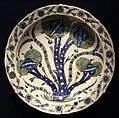 Periodo ottomano, grande piatto con carciofi, izinik, 1535-40 ca.jpg