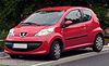 Peugeot 107 driedeurs scharlaken rood.JPG
