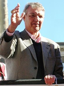 Photograph of Harry Kalas waving