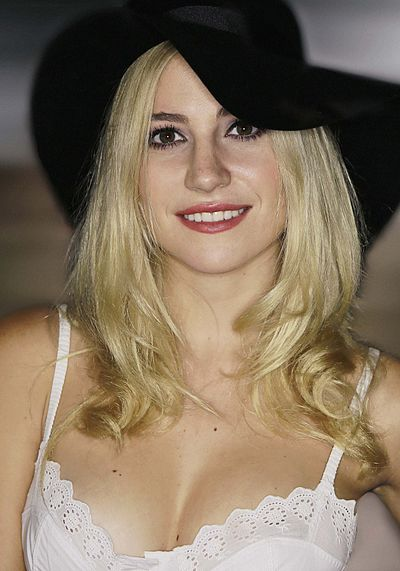 Picture of a band or musician: Pixie Lott