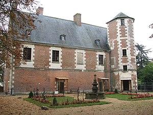 Château de Plessis-lez-Tours - The remaining wing of the château