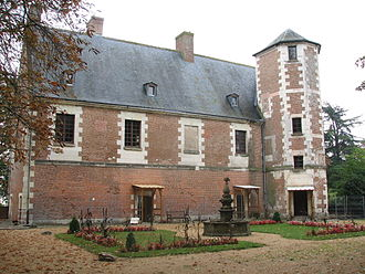 Château de Plessis-lez-Tours - The remaining wing of the château