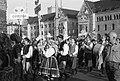 Pochód uczestników festiwalu przez miasto, łódzkie, kapela z Radusza, kapele łęczyckie, Rzeszowskie - Poznań - 003219n.jpg