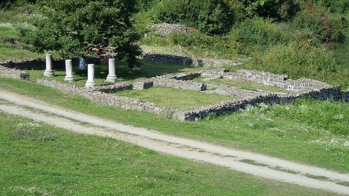 Porolissum - Jupiter's Temple 03.jpg