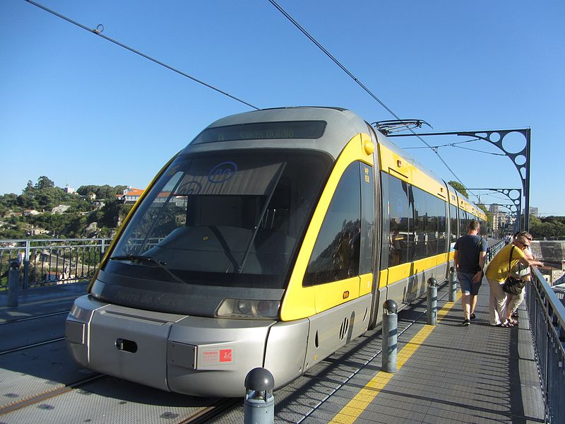 File:Porto - Oporto light rail on bridge (7933231152).jpg