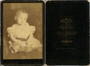 Beniamino Facchinelli - Image: Post mortem infant by Facchinelli c 1890