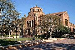 Powell Library, UCLA (10 decembro 2005).jpg