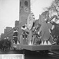 Praalwagens, optochten, Sinterklaas, Zwarte Piet, warenhuizen, Bestanddeelnr 918-4728.jpg