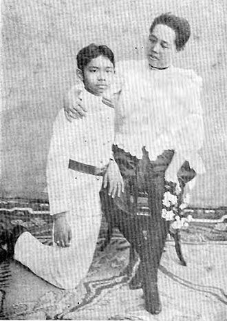 Prajadhipok - Young Prajadhipok and his mother, Saovabha Phongsri