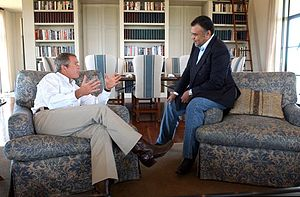 English: President George W. Bush meets with S...
