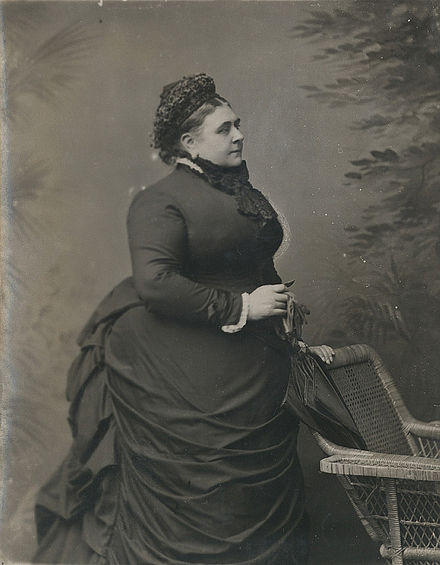 Mary Adelaide in c.1880 Princess Mary Adelaide, Duchess of Teck by Alexander Bassano.jpg