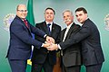 RJ); Chase Carey, Diretor Executivo da Fórmula 1; e José Antonio Pereira Junior, Presidente da Rio Motorsports - 48123182752.jpg