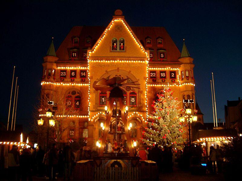File:Rathaus Hünfeld Adventskalender.JPG