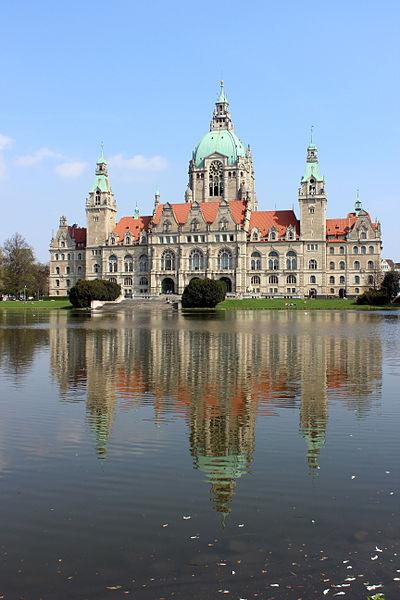 File:Rathaus Hannover 2013 vertical.JPG