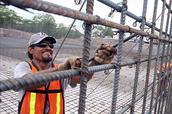 English: Worker assembling rebar for water tre...