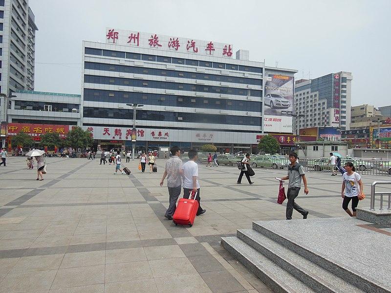 File:Red Bag, Zhengzhou Railway Station, August 6, 2012 - panoramio.jpg