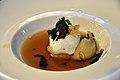 Restaurant Lluçanès Marengs af vagtelæg med æble, sort og hvid trøffel, pasta og spinat (4253975987).jpg
