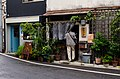 """Restaurantje """"Mijagedo"""" en boekhandeltje antiquariaat """"Bangobooks"""" in Yanaka 2-chōme, Tokio, -20 september 2014.jpg"""