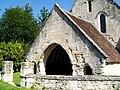 Roberval (60), église Saint-Remy, porche.jpg