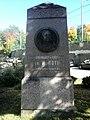 Roth 01 Dresden Albertstadtkaserne, W.A.Roth-Denkmal.JPG